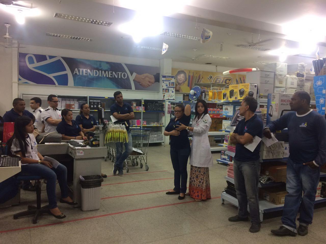 Colaboradores da Shoppingráfica participam de conversa sobre a Campanha Outubro Rosa