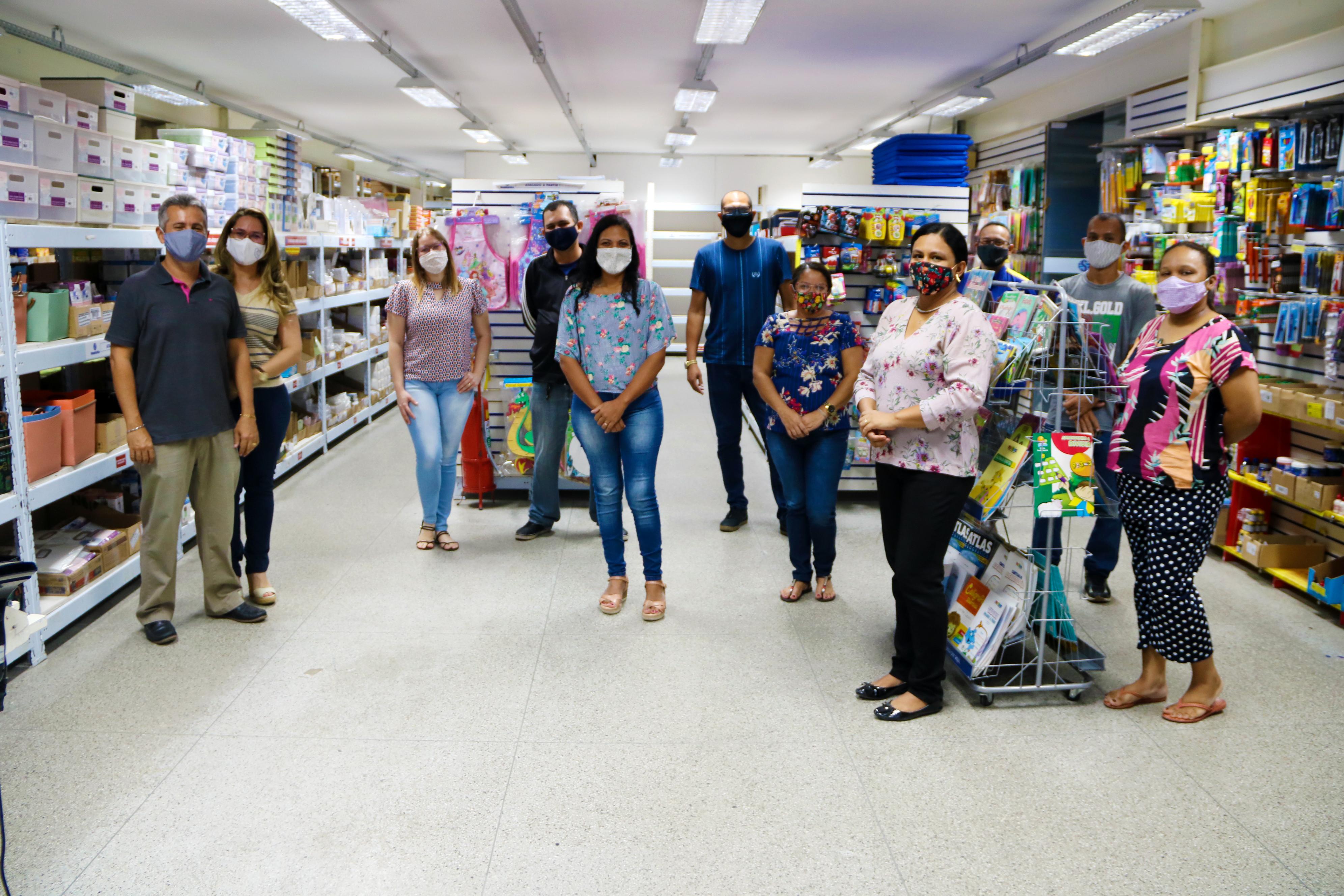 Equipe de vendas da Shoppingráfica Atacarejo totalmente pronta para atender você com toda a segurança.
